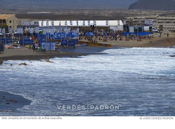 Vista completa en el momento de máximo público del evento PWA de Tenerife © Verdés Padrón